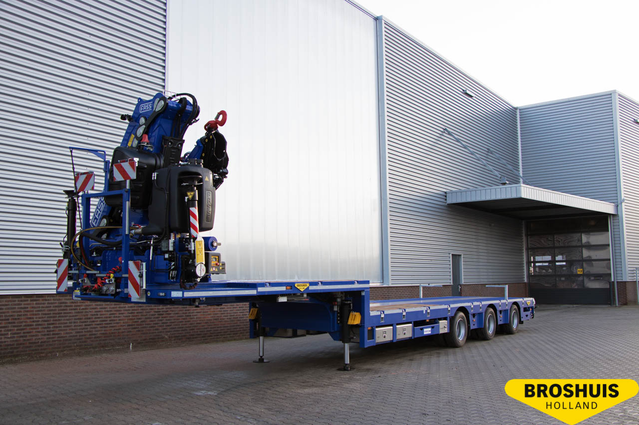 Broshuis trailer with fixed crane