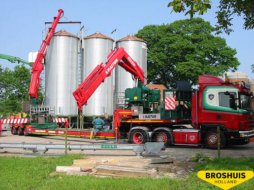 Vlastuin with Broshuis trailer with 2 fixed cranes