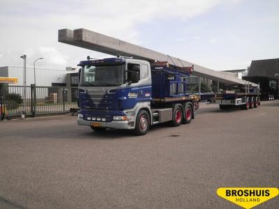 Double extendable platform trailer
