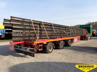 Single extendable flatbed trailer